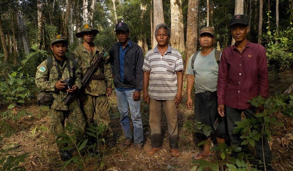 cropped-community-warden-village-chief-and-2-doe-rangers-to-stop-logging-in-the-forest-kang-nork-dec-2016.jpg